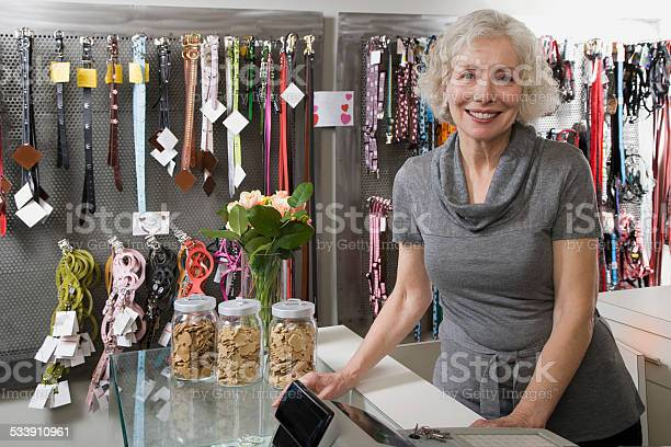 Pet shop owner picture id533910961?b=1&k=6&m=533910961&s=612x612&h=t hp3rwglcaqd9pa3hy7yczuaqhskt9xyqz0pnik6uw=