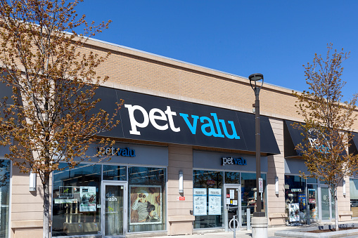 Pet Valu Storefront In Markham Ontario Canada Stock Photo - Download Image Now