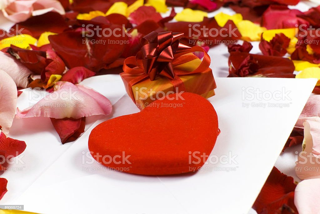 petals, gift, red heart, envelope royalty free stockfoto