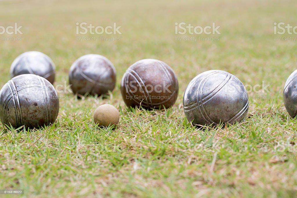 Petanca pelotas en la planta baja - foto de stock