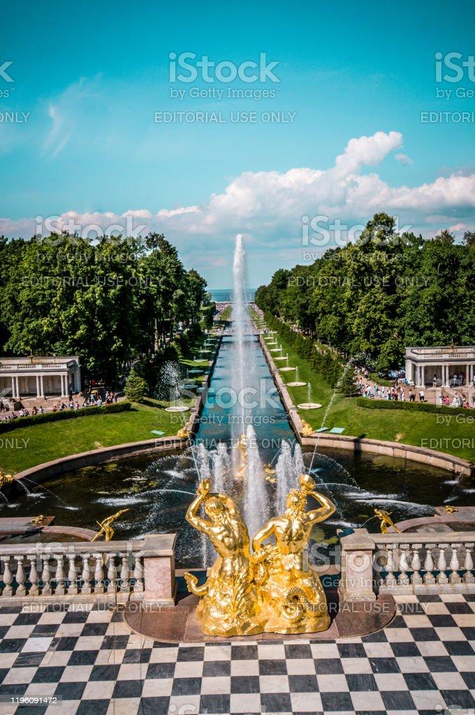 Peterhof Palace balkon en fontein in St. Petersburg, Rusland - Royalty-free Antiek - Ouderwets Stockfoto