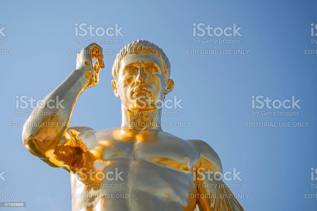 Peterhof Palace, statue dorée d'une fontaine - Photo