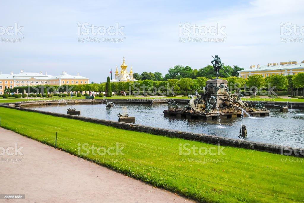 Rusland, SAINT-PETERBURG - juni 24/2013: Peterhof ontvangen bezoekers na restauratie van vele exposities. - Royalty-free Antiek - Ouderwets Stockfoto