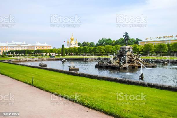 Rusland Saintpeterburg Juni 242013 Peterhof Ontvangen Bezoekers Na Restauratie Van Vele Exposities Stockfoto en meer beelden van Antiek - Ouderwets