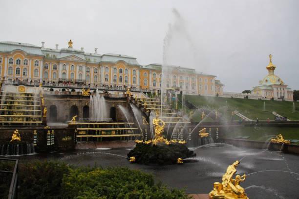 peterhof, rusland - peterhof stockfoto's en -beelden