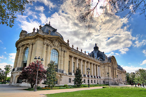 Petit Palais in den Frühling – Foto
