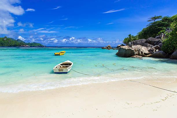 petite anse - beautiful beach on island mahe, seychelles - 마헤 섬 뉴스 사진 이미지