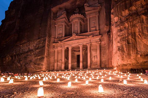 petra par nuit - jordan photos et images de collection