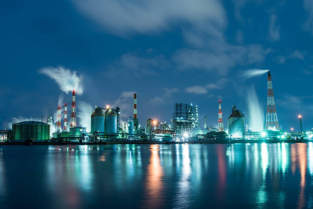 petrochemical factory at night working 24 hours a day - refinery stock photos and pictures