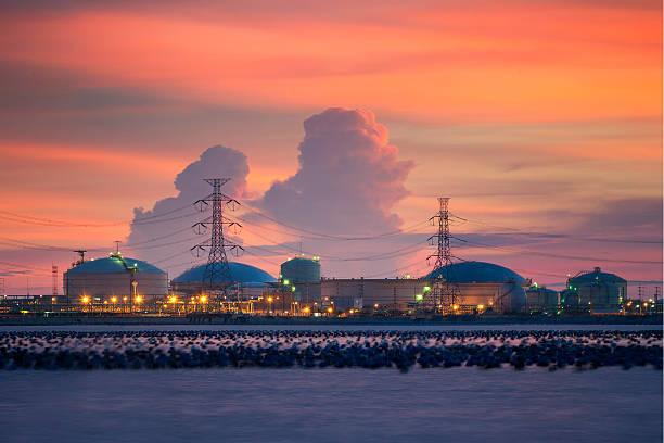 Petrochemical Branche bunten Himmel bei Sonnenuntergang – Foto