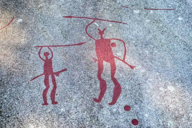 petroglyphs or carvings in bohuslan, sweden - mağara resmi stok fotoğraflar ve resimler