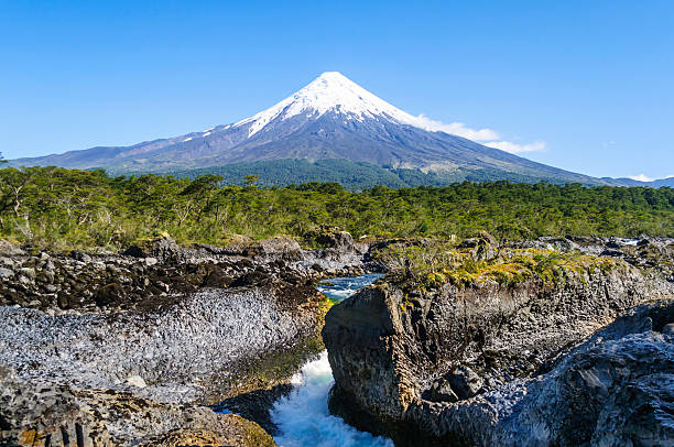 Petrohue waterfalls and volcano Osorno on background. – Foto