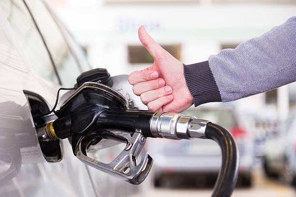 Benzin, die in einem Motorfahrzeug dem Auto. – Foto