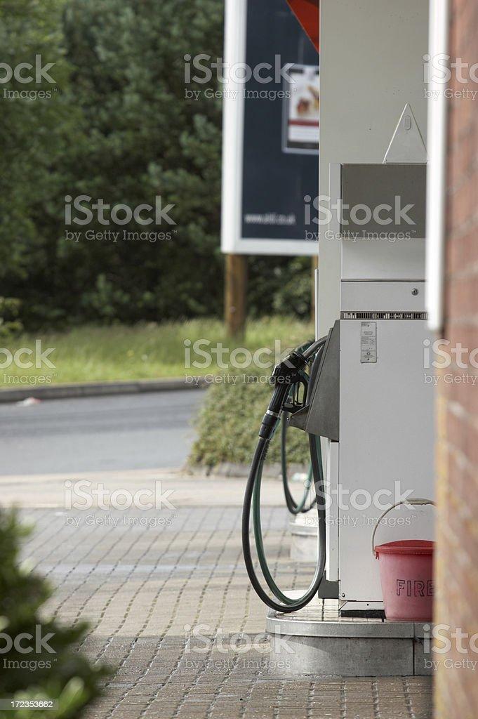 Bomba de gasolina y período foto de stock libre de derechos