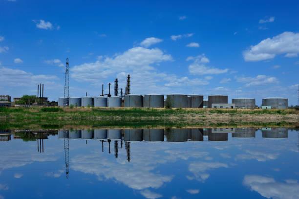 Petroleum reserve tank – zdjęcie