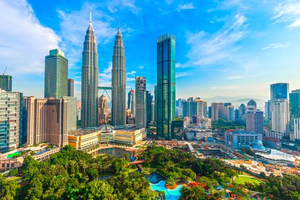 페트로나스 타워와 klcc - 쿠알라룸푸르 뉴스 사진 이미지