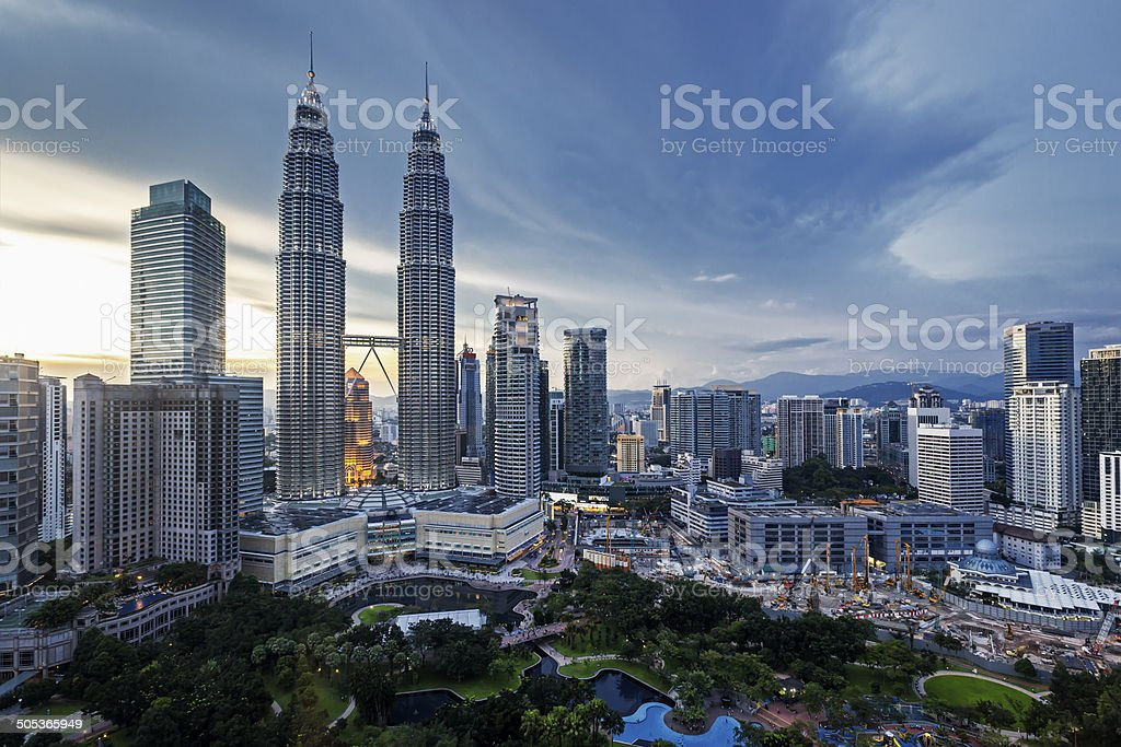 Petronas Towers in Kuala Lumpur - Lizenzfrei Abenddämmerung Stock-Foto