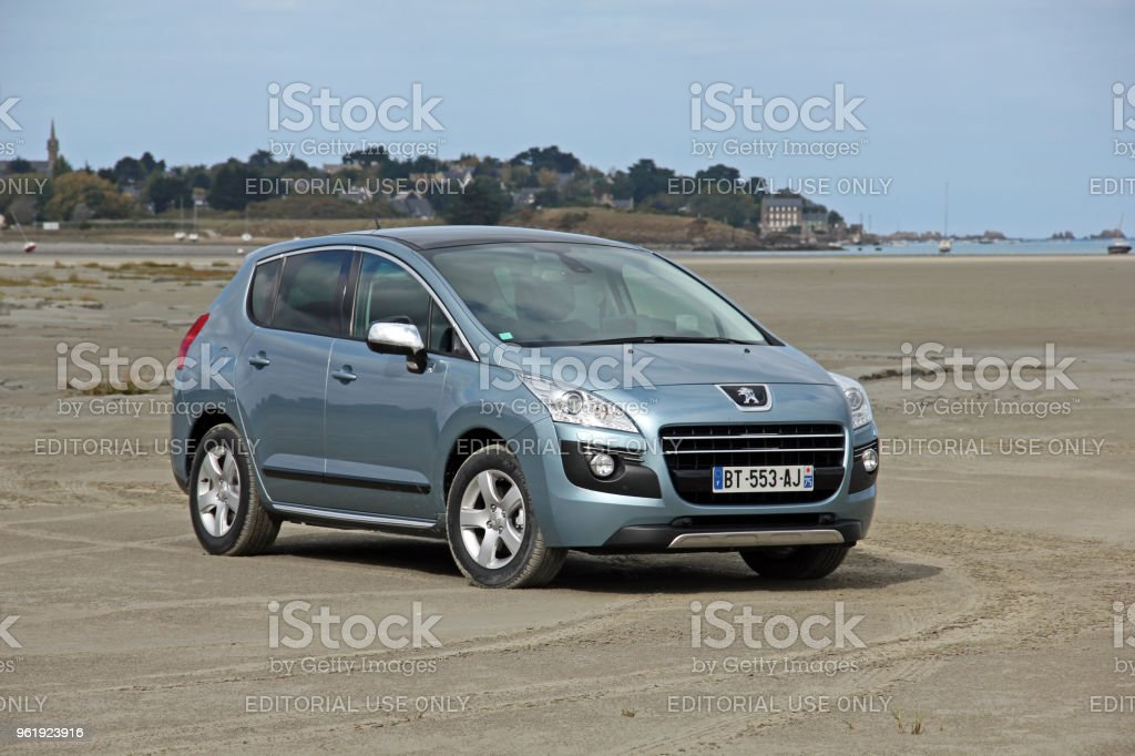 peugeot 3008 hybrid4 on the unmade road stock photo & more pictures