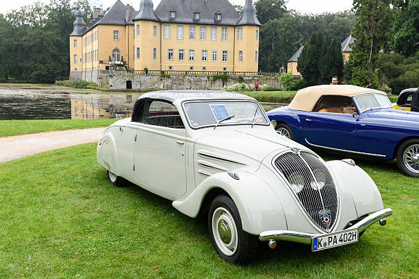 peugeot eclipse 1934 classic convertible car - 1934 photos et images de collection
