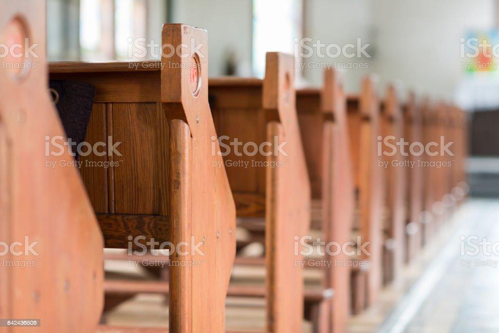 在一個具有歷史意義的教堂長椅 - 免版稅一組物體圖庫照片