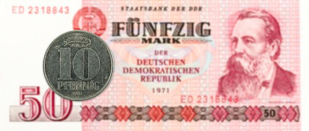 역사적인 50 동독 마크 은행 주에 대 한 10 Pfennig 동전 개념에 대한 스톡 사진 및 기타 이미지