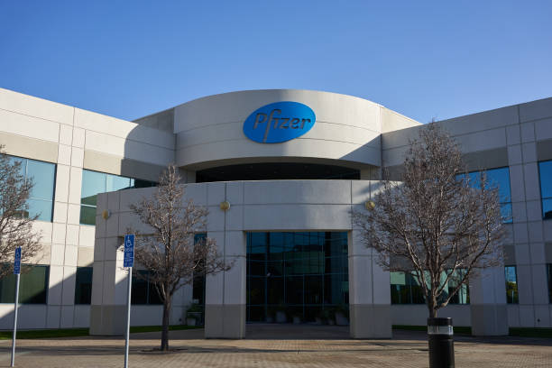 Pfizer South San Francisco, CA, USA - Feb 8, 2020: American multinational pharmaceutical corporation Pfizer's South San Francisco office. Pfizer vaccine stock pictures, royalty-free photos & images