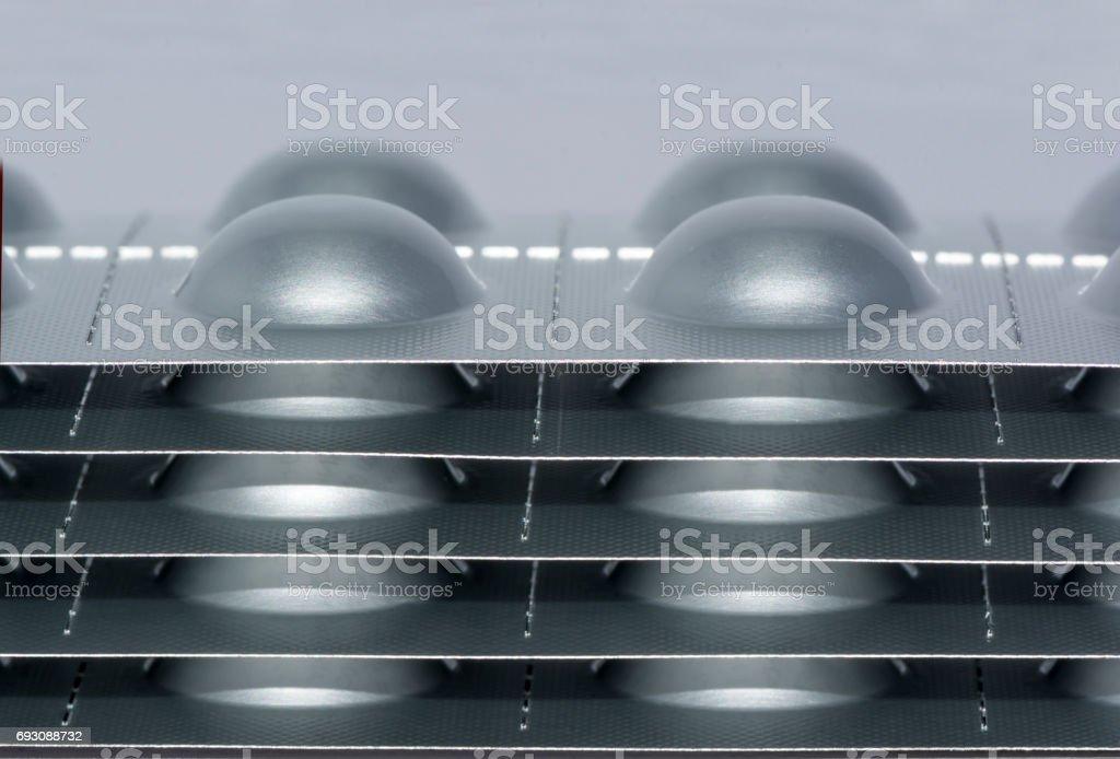 Farmacéutico medicamentos blisters apilados, vista lateral - foto de stock