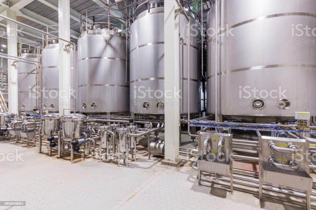 pharmaceutical factory equipment mixing tank on production line Lizenzfreies stock-foto