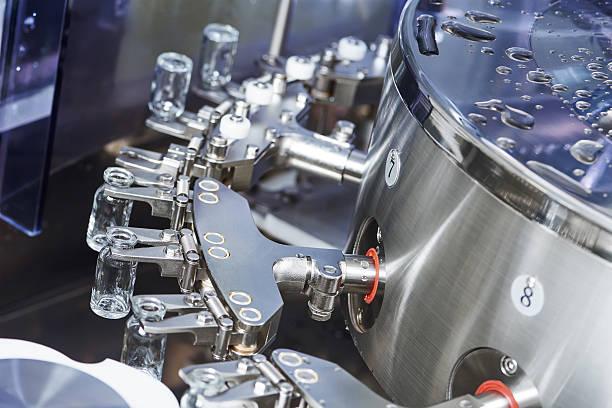 pharmaceutical máquina para polvo fármacos de frascos de vidrio - foto de stock