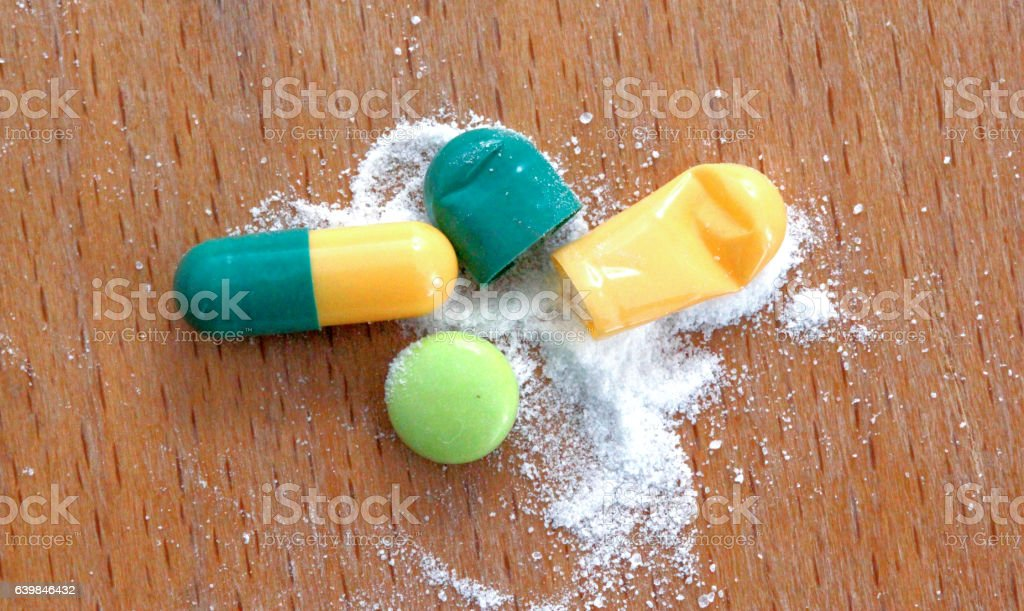 Pharmaceutical medicament on wood background – Foto