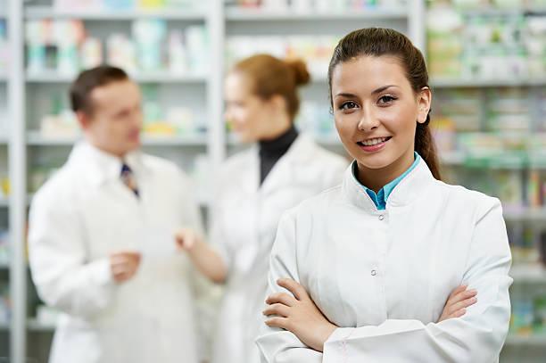 薬局 chemist 女性の薬局 ストックフォト