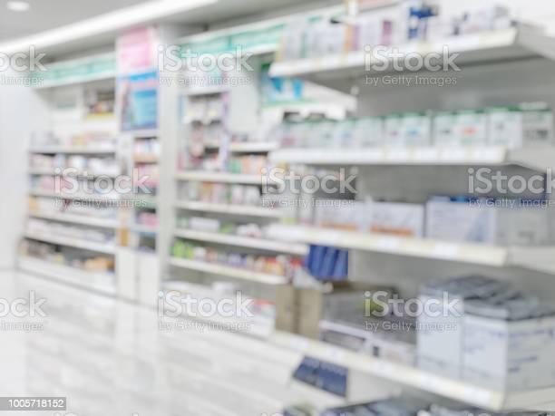 Pharmacy Store Or Drugstore Blur Background With Drug Shelf And Blurry Pharmaceutical Products Cosmetic And Medication Supplies On Shelves Inside Retail Shop Interior - Fotografias de stock e mais imagens de Acima