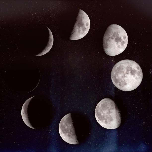 fasi lunari: mezzaluna ceretta, primo quarto, gibbou ceretta, luna piena, gibbou calanti, terzo guarter, mezzaluna calante, luna nuova. su un cielo stellato. gli elementi di questa immagine forniti dalla nasa. - luna gibbosa foto e immagini stock