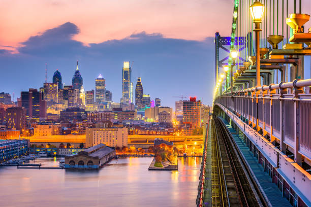 philadelphia pennsylvania skyline - philadelphia skyline stock photos and pictures