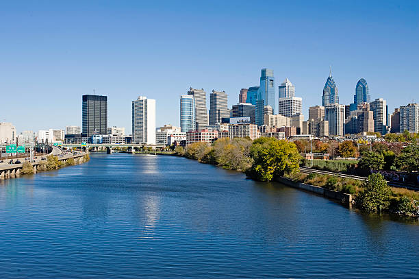 philadelphia skyline and schuylkill river - philadelphia skyline stock photos and pictures