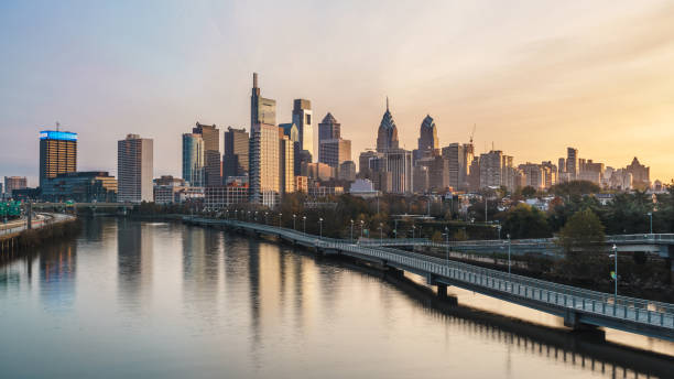 philadelphia skyline at dawn - philadelphia skyline stock photos and pictures