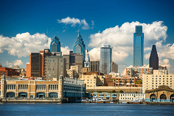 philadelphia skyline - philadelphia skyline stock photos and pictures