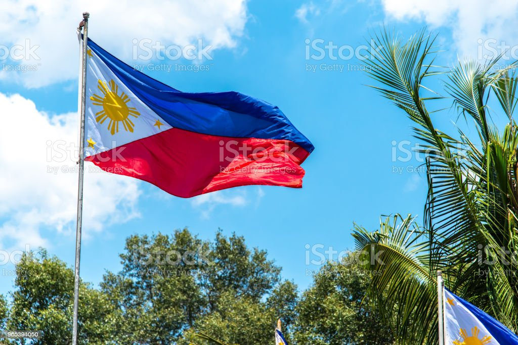 Philippines National drapeau flottant dans le vent - Photo de Arbre libre de droits