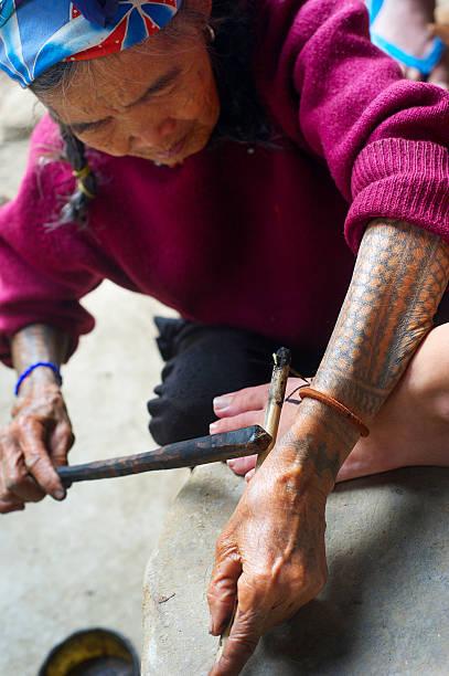 philippinen-tattoo - tribal tattoos stock-fotos und bilder