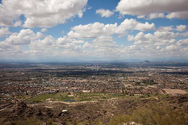 vue sur la ville de phoenix - réserve naturelle photos et images de collection
