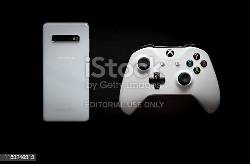 1082409706 istock photo A phone and controller sit side by side as gaming becomes multi-platform 1153246313