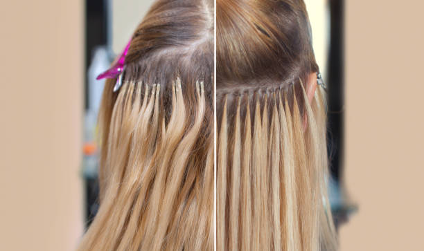 foto vor und nach der haarverlängerung, ein junges mädchen, eine blondine in einem schönheitssalon. - haarverlängerungsstile stock-fotos und bilder