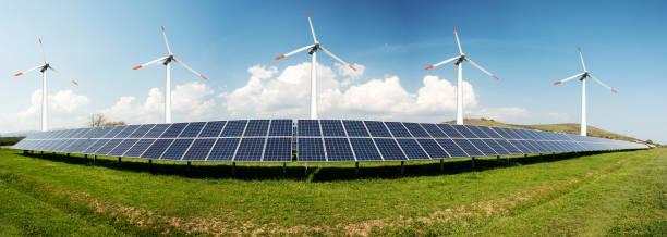 Fotocollage aus Solarpaneelen und Windturminen-Konzept der nachhaltigen Ressourcen-Bild – Foto