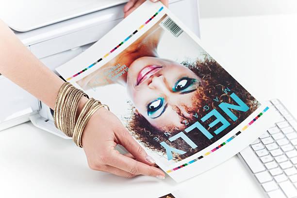 foto-editor arbeiten - editorial stock-fotos und bilder