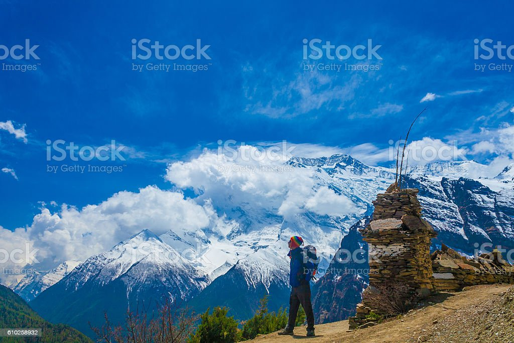 Photo Man Traveler Backpacker Mountains Way.Young Guy Looking Away стоковое фото