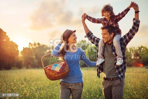 istock Photo of a family going for picnic 511581106