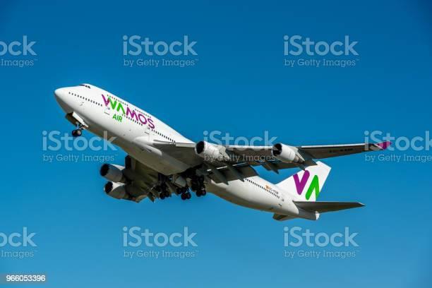 Фотография Самолета Boeing 747400 Авиакомпании Wamos Air Который Является Чартерной Авиакомпанией Этот Самолет Имеет Регистрацию Ecksn — стоковые фотографии и другие картинки Boeing