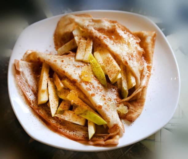 foto von makro süße pfannkuchen - zimt waffeln stock-fotos und bilder