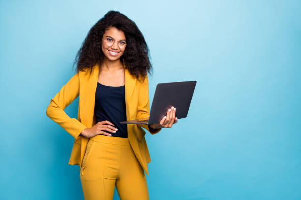 Photo of pretty assistant dark skin wavy lady holding notebook search information internet help boss friendly worker wear specs yellow suit blazer pants isolated blue color background Photo of pretty assistant dark skin wavy lady holding notebook search information, internet help boss friendly worker wear specs yellow suit blazer pants isolated blue color background background color stock pictures, royalty-free photos & images