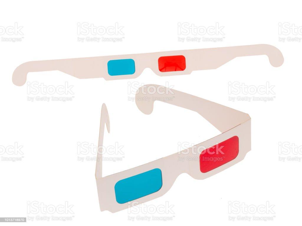 c94387738e4ab0 Foto van rood en cyaan kartonnen 3D bril geïsoleerd op wit. Twee paren.  Gevouwen